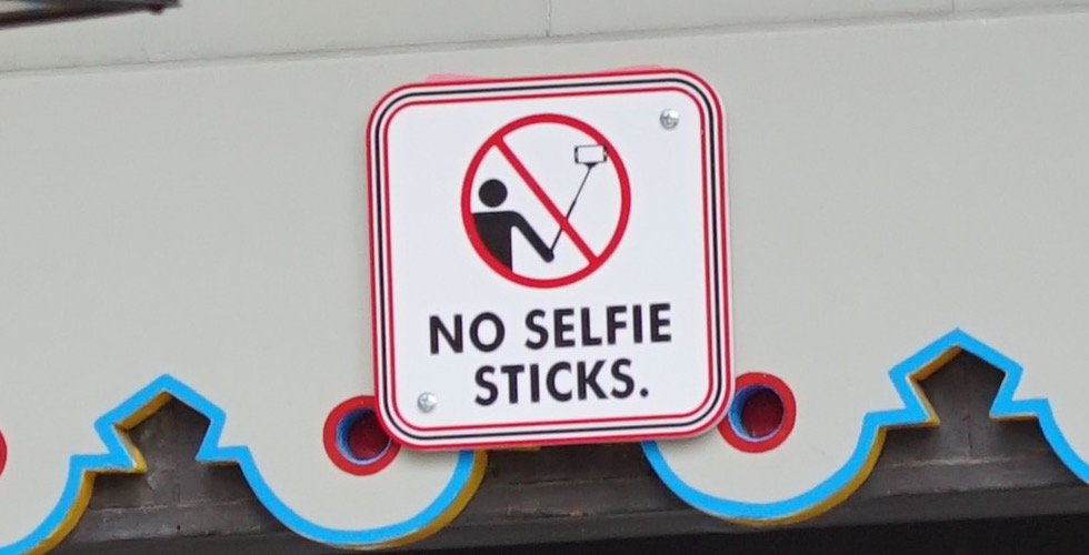 no-selfie-sticks-sign-disney